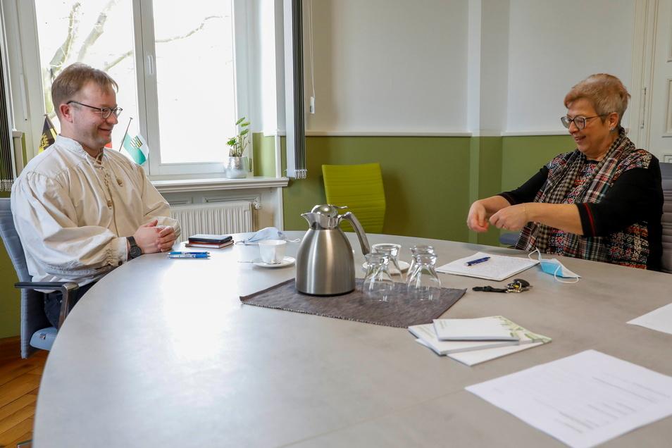 Ebersbach-Neugersdorfs Bürgermeisterin Verena Hergenröder interviewt Thomas Mielke, SZ-Lokalchef Löbau/Zittau.