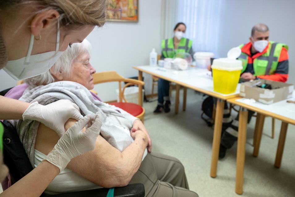 Bis spätestens Mitte März sollen alle Bewohner in den sächsischen Altenheimen zwei Impfungen gegen Corona erhalten haben.
