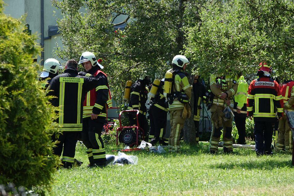 Noch immer ermittelt die Polizei nach dem Brand vor eineinhalb Wochen in Bannewitz.