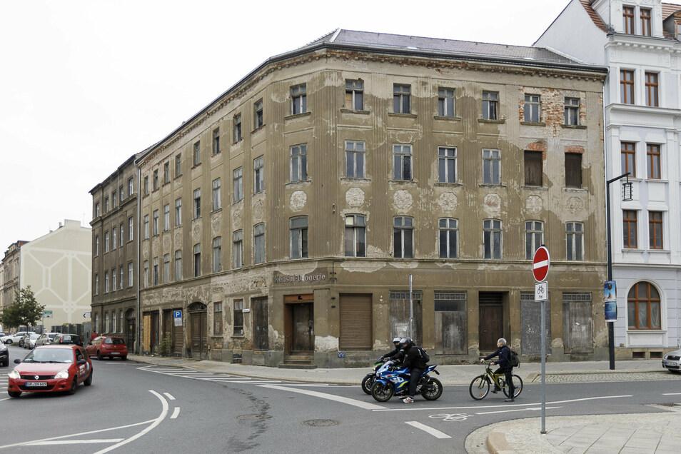 Das Eckhaus Konsulstraße 68/Ecke Postplatz 8 ist ein markantes Gebäude im Stadtzentrum.