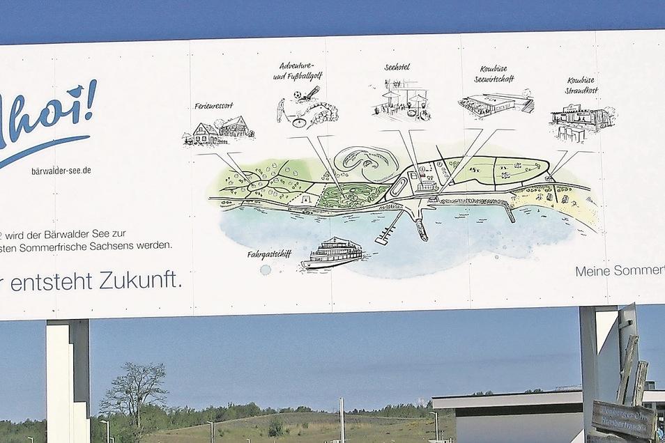 """Noch steht sie die Werbetafel am Boxberger Ufer, wo bis 2022 """"Sachsens beliebteste Sommerfrische"""" entstehen sollte. Doch die Pläne sind gescheitert."""