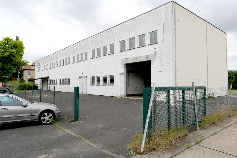 """Das Gebäude von ehemals """"Dirk's Garage"""" im Gewerbegebiet an der Hörnitzer Straße 1 im Zittauer Ortsteil Pethau das nun die Firma Vimtec für sich ausbaut."""