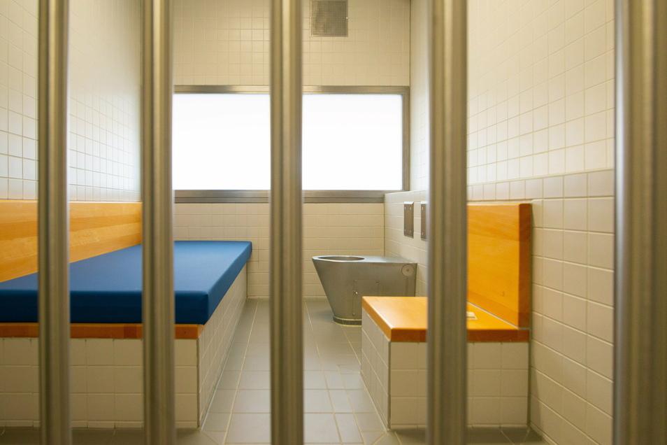 Ein mutmaßlicher Einbrecher ist in Dresden verhaftet und wenig später inhaftiert worden.