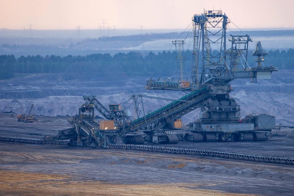 Der Tagebau Nochten wird auf bis zu 140 Meter an Trebendorf heranrücken.