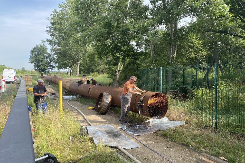 Auf dem Kaditzer Klärwerksgelände wird derzeit eine große Ersatzleitung gebaut. Durch sie fließt das Abwasser, wenn der letzte Abschnitt des Neustädter Hauptkanals in Mickten und Kaditz saniert wird.