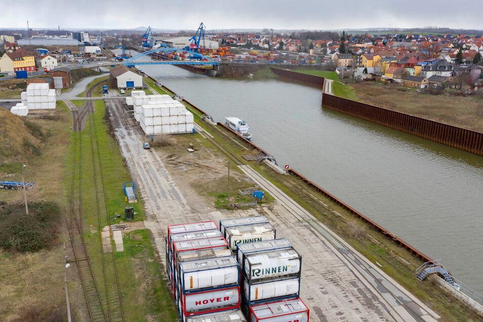 Südlich des Hafenbeckens will die SBO ein neues Terminal errichten. Kritiker fürchten mehr Verkehr, Lärm- und Lichtbelastung.