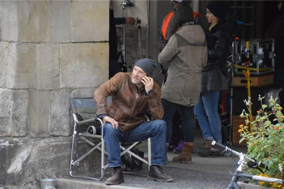 Neben Yvonne Catterfeld ist auch Götz Schubert bei den Dreharbeiten in Görlitz dabei – hier unter den Arkaden auf dem Untermarkt.