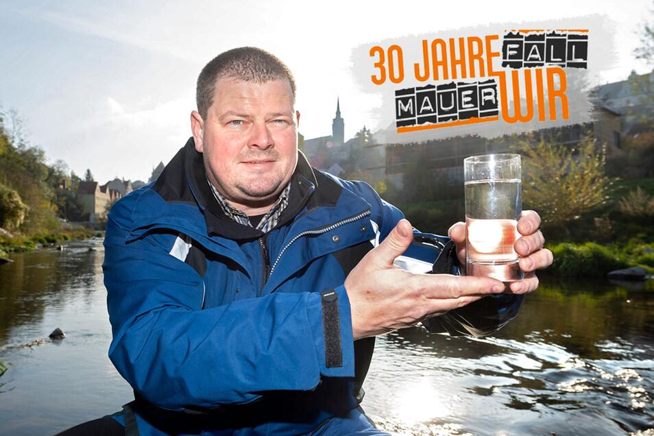 Er ist der Spree-Doktor: Sebastian Fritze von der Landestalsperrenverwaltung zeigt, wie sauber der Fluss heute ist.