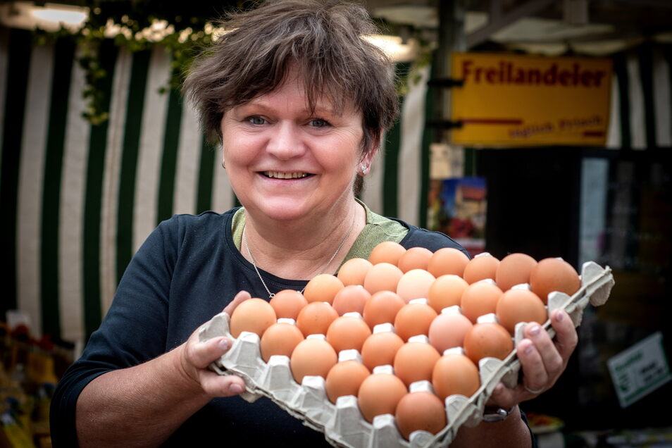 """Sabine Schönberg, von ihren Kunden oftmals liebevoll """"Die Eierfrau"""" genannt, war am Mittwoch zum letzten Mal auf dem Leisniger Wochenmarkt präsent."""