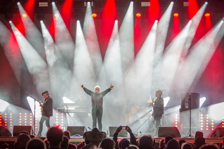 Kost the Ost: Pankow, DDR-Rock-Urgestein auf der Bühne auf dem Theaterplatz.
