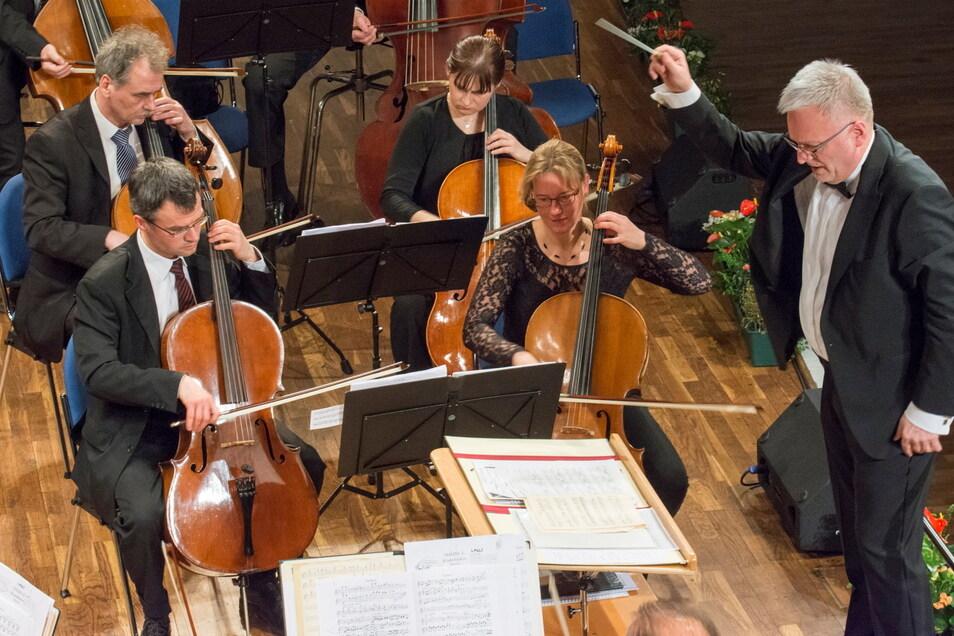 Nach Monaten der Zwangspause kehrt die Elbland Philharmonie unter Ekkehard Klemm jetzt mit einem Konzert in den Riesaer Stern zurück.