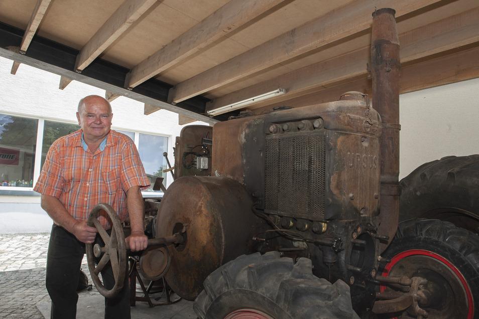 Seit Wolfgang Hoffmann nicht mehr Bürgermeister von Lampertswalde ist, hat er Zeit, einen ehemaligen polnischen Lanz-Traktor wieder aufzubauen.