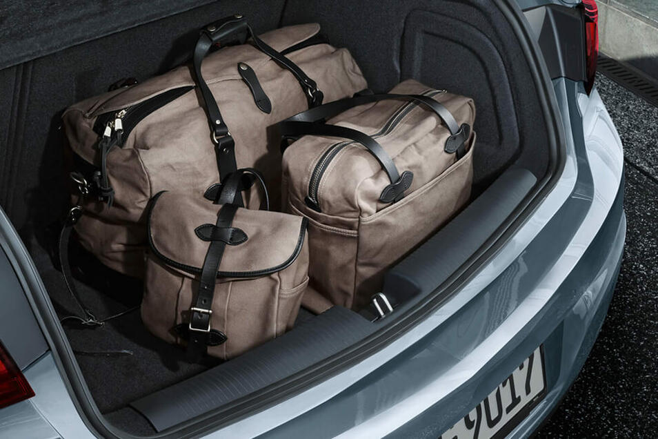 In diesem Kofferraum ist ausreichend Platz für jede Menge Urlaubsgepäck!