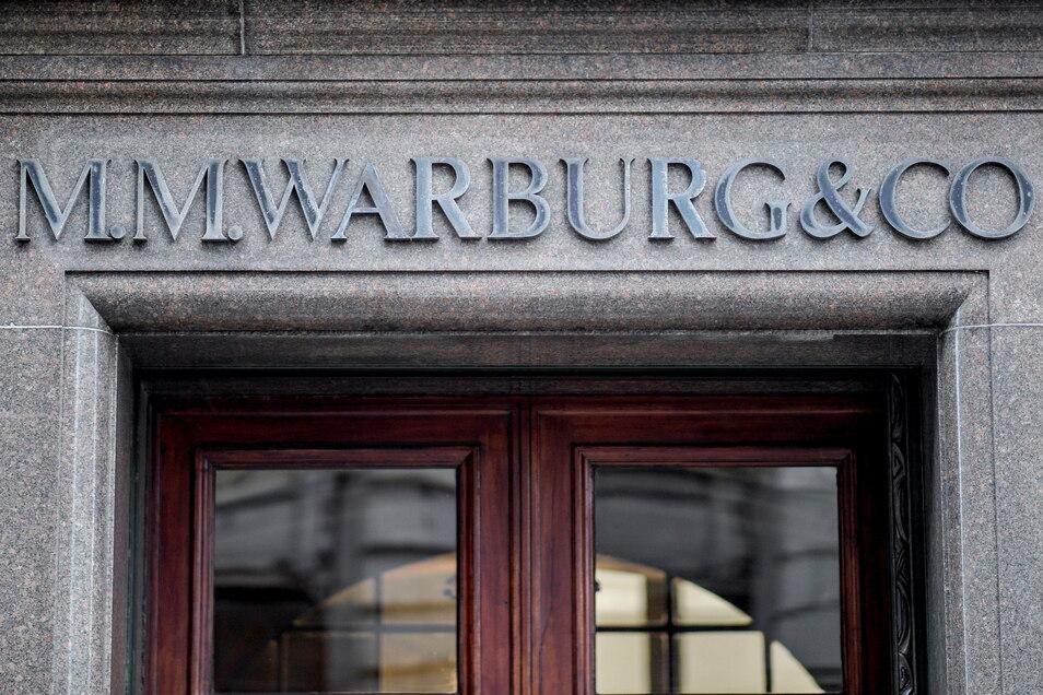 Die in den Skandal verwickelte Privatbank M.M. Warburg muss nun Millionen Euro zahlen.
