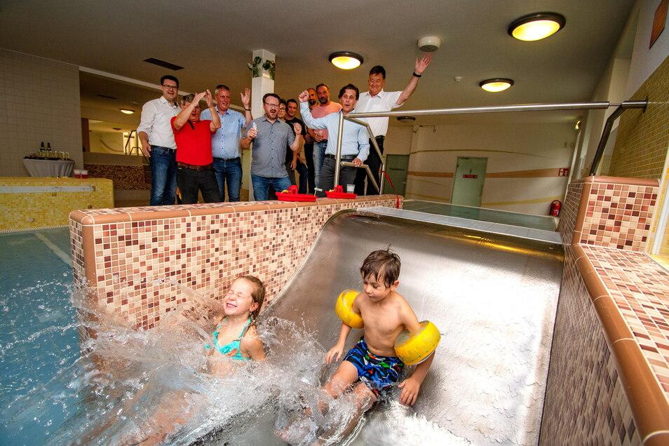 Besonders die Rutsche im neuen Kinderbecken wird gern genutzt. Am Dienstag konnte die Eröffnung gefeiert werden.
