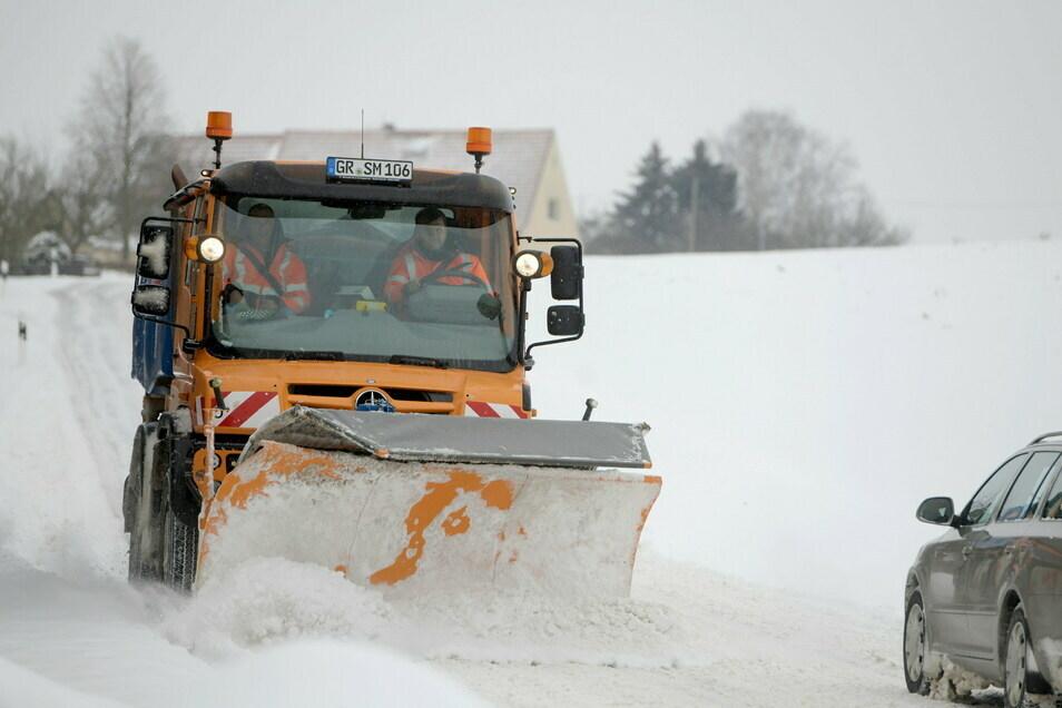 Der Winterdienst hat ganze Arbeit geleistet. Alle am Montag gesperrten Straßen im Kreis Görlitz sind wieder frei.
