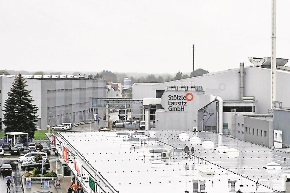 Stölzle Lausitz produziert in Weißwassser als einziges und letztes Glaswerk. Die weltweit gefragte Firma will sich erweitern, kaufte dafür ein Grundstück von der Stadt.