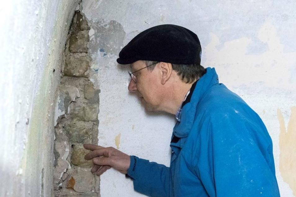 Bauforscher Preuß hat versteckte Barock-Stuckaturen entdeckt.