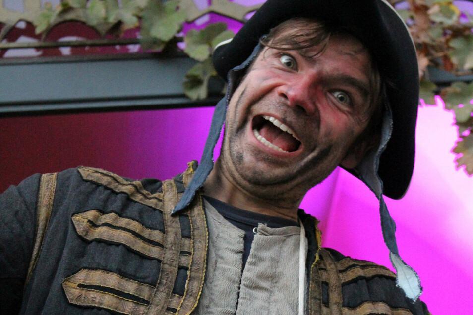 Johann Friedrich Böttger – dargestellt vom Schauspieler Christian Hoppe – gab sich am vergangenen Wochenende im Domkeller die Ehre.