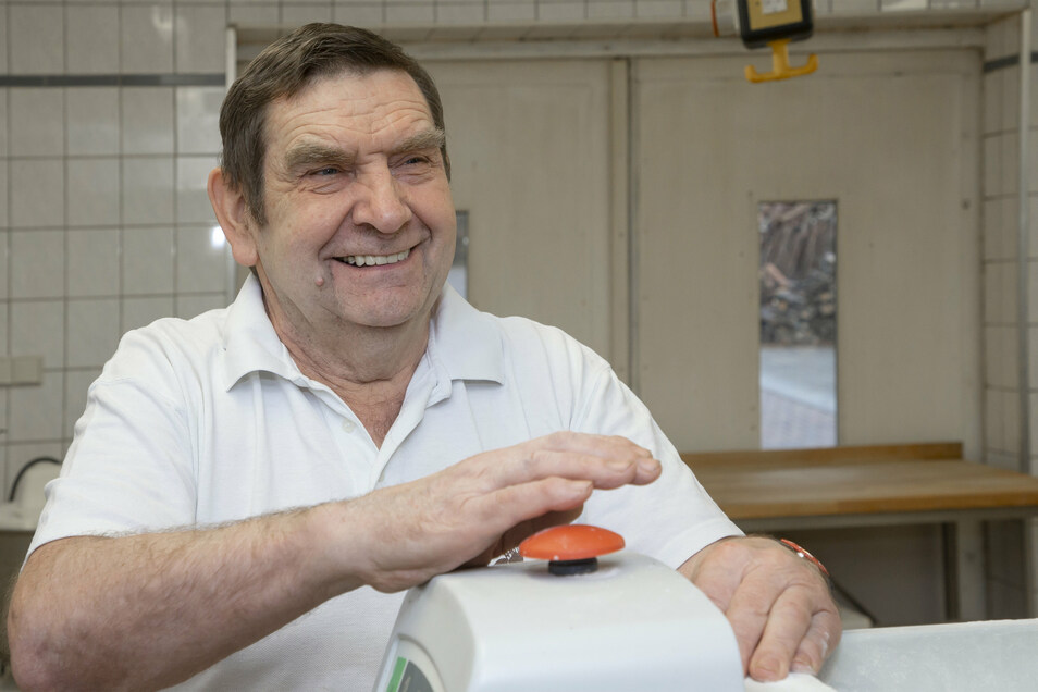 Bäcker Gerhard Schilling in seinem Betrieb. Ein Abschied mit 70 Jahren.