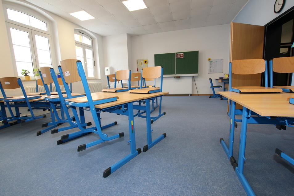 Die Zeit der leeren Klassenzimmer ist schon länger vorbei. Doch nun ist in den Grundschulen wieder eingeschränkter Regelbetrieb möglich.