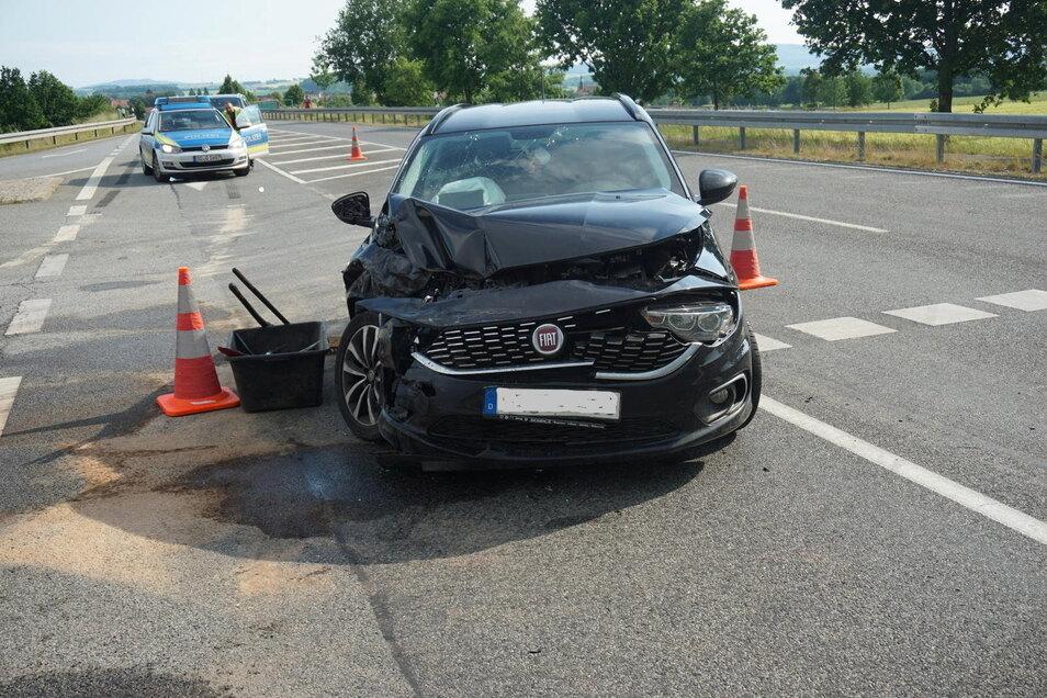 Die drei Insassen dieses Pkw wurden bei dem Unfall bei Weißenberg am Donnerstagnachmittag leicht verletzt.