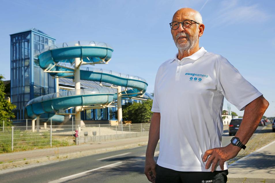 Das Hallenbad in Kamenz soll durch einen Neubau ersetzt werden. Theo Schnappauf vom Ostsächsischen Schwimmsportverein kritisiert die aktuellen Pläne.
