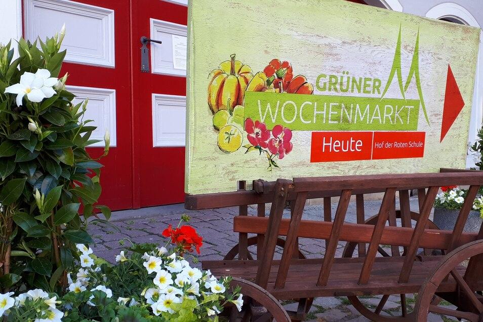 Zum zweiten Mal fand der Grünmarkt dieses Jahr am neuen Standort im Hof der Roten Schule statt.