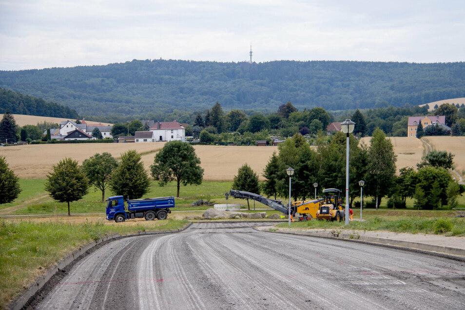Hier mit Blick zum Ungerberg entsteht ein neues Wohngebiet in Neustadt.