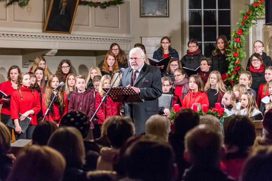 Bereits 2017 gastierte Gunther Emmerlich zu einem Neujahrskonzert in Ebersbach und sang gemeinsam mit dem Jugendchor Großenhain Reinersdorf-Ebersbach.