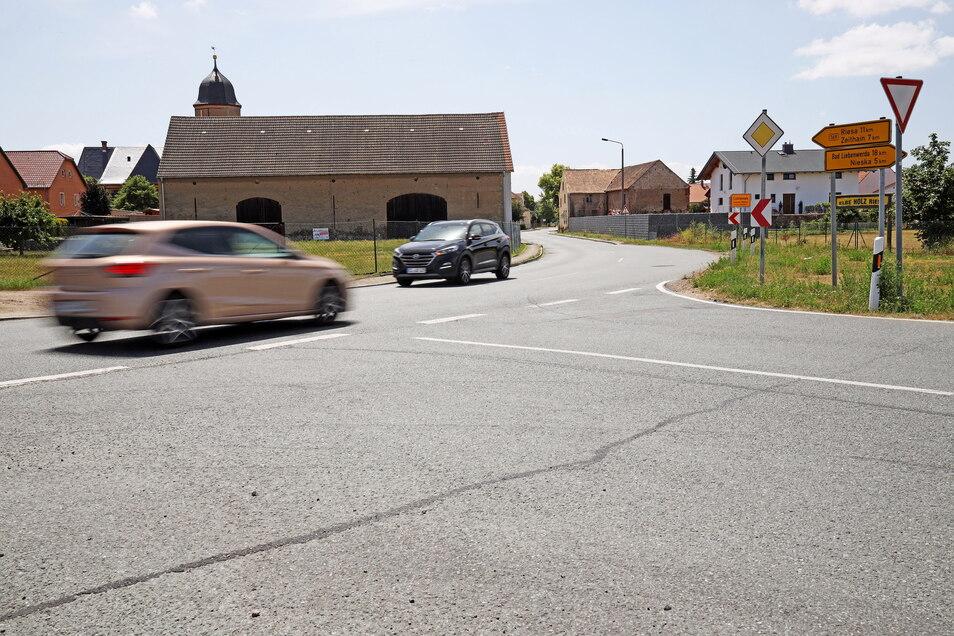 Aus dieser Auffahrt auf die B 169 am nördlichen Ortseingang von Lichtensee soll ein Kreisverkehr werden. Bald wird hier gebaut.