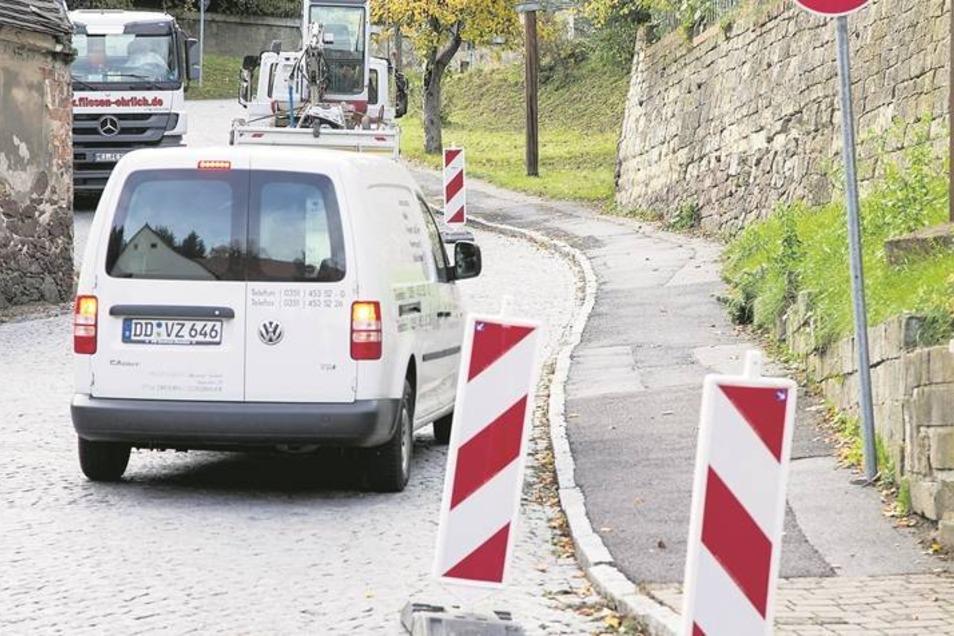 Stopp heißt es in Kürze für Laster über 7,5 Tonnen! Die Kreisstraße von Niederwartha nach Weistropp und Hühndorf zur Staatsstraße 177 wird für diese gesperrt. Auf den Berg nach Weistropp (unser Foto) können dann nur noch Pkw und Kleintransporter fahren. F
