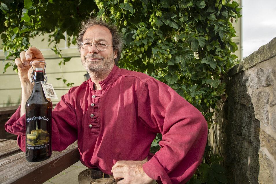 Der Mann und das Bier: Seit 1999 braut Ulrich Betsch auf Weesenstein Bier. Wo macht er es künftig?