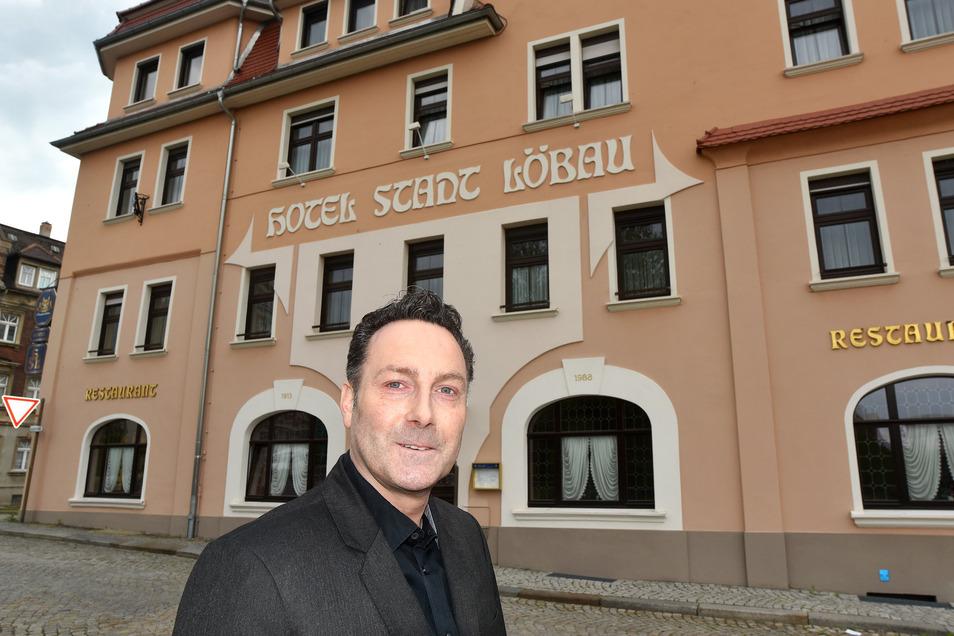 """Sascha Ehlert hat das Hotel """"Stadt Löbau"""" übernommen. Er kommt aus Berlin in die Oberlausitz."""