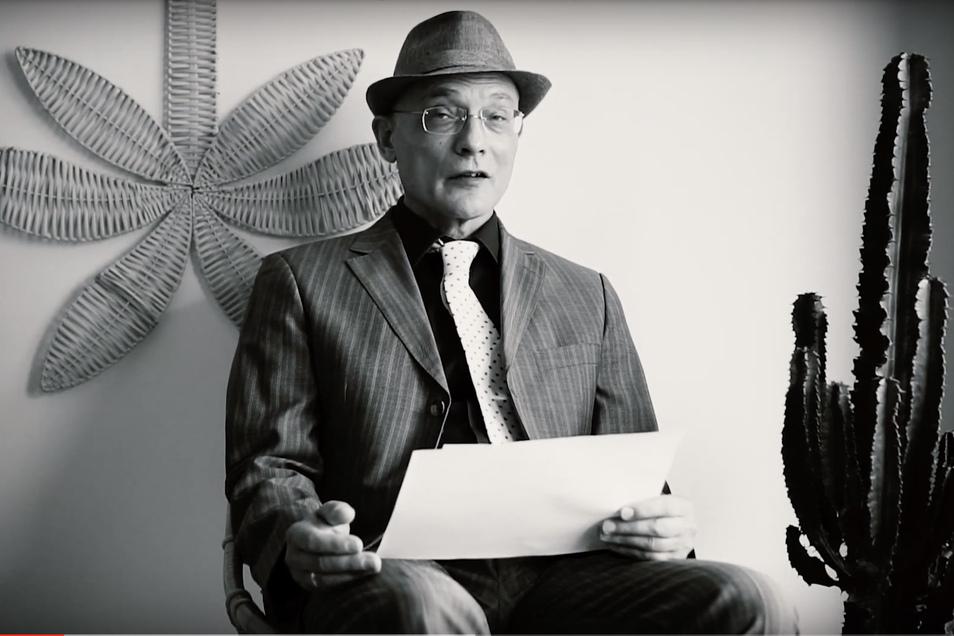 """Für ein Video, zu finden auf youtube, las Frank Heibert  in stilechter Kulisse aus """"Der große Schlaf"""" von Raymond Chandler."""
