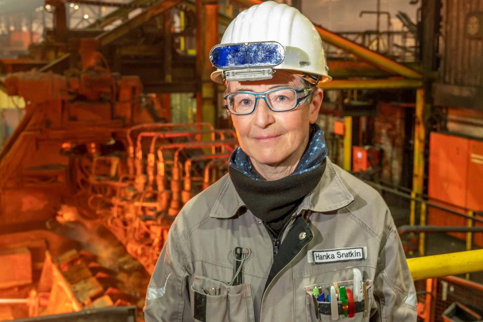 Hanka Snatkin an der Stoßbankanlage im Mannesmannröhren-Werk Zeithain. Die Ingenieurin fing dort Anfang 2020 an, zuvor war die Technische Geschäftsführerin bei Georgsmarienhütte in Niedersachsen und im Edelstahlwerk Freital tätig.