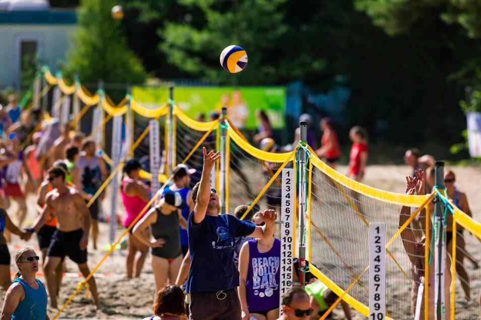 Der Friedersdorfer Strand ist bei Badegästen und Sportlern gleichermaßen beliebt. Mit dem Silbersee-Beachvolleyball-Turnier findet hier jährlich ein großes Breitensport-Spektakel statt.