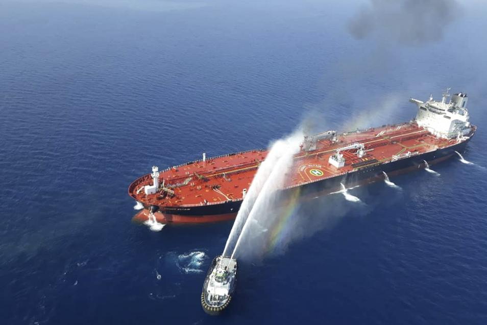 Bei den Zwischenfällen nahe der Küste des Irans waren am frühen Donnerstagmorgen zwei Tanker beschädigt worden.