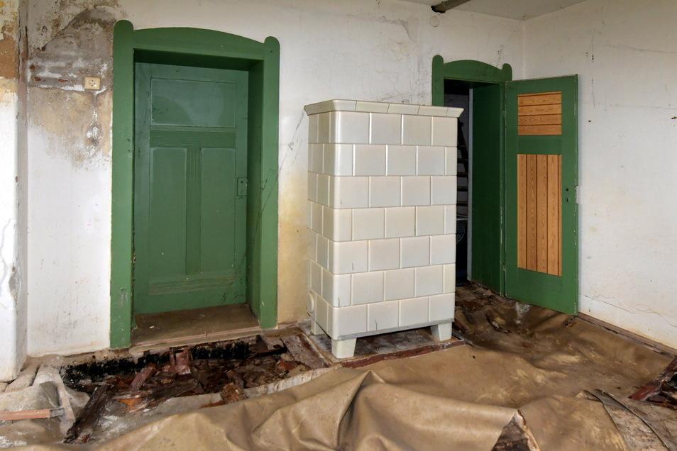 Auch im Boden der Kellerwohnung des Trachauer Altbaus hat sich Schwamm breitgemacht.