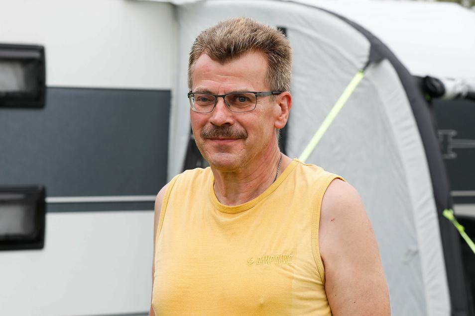 """Bernd Münzberg (62) aus Mühlhausen (Thüringen): """"Wir sind für eine Familienfeier nach Zittau gekommen und haben nach einem guten Campingplatz in der Nähe gesucht. Und ich muss sagen, die Möglichkeiten rund um den Olbersdorfer See sind top. Obwohl alles recht klein gehalten ist, können wir hier sehr viel erleben. Andererseits kann ich mich auch super erholen, da alles recht gelassen zugeht und die Leute sind wirklich freundlich. Da ist nichts auszusetzen!"""""""