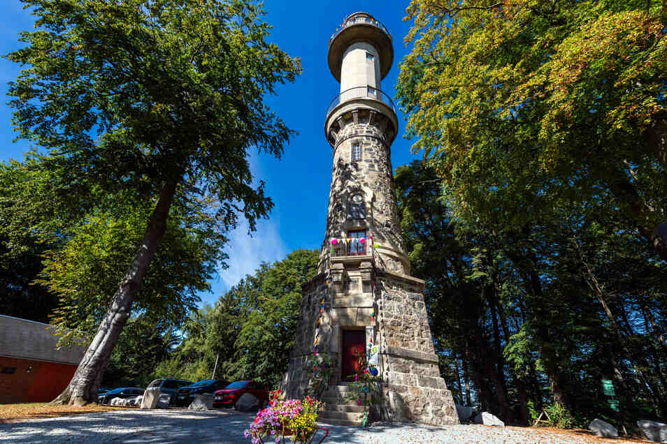 Der Ungerturm bei Neustadt ist frisch saniert und lädt zum Rundblick ein.
