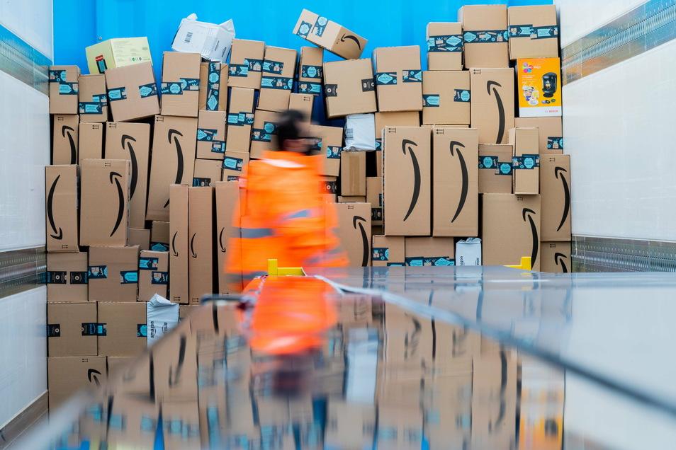 Seit Jahren gibt es Streit zur Sonntagsarbeit bei Amazon in der Weihnachtszeit.