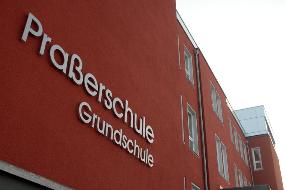 An der Praßerschule in Großröhrdorf sollte in diesem Sommer die Digitalisierung vorangetrieben werden. Jetzt muss die Maßnahme um ein Jahr verschoben werden.