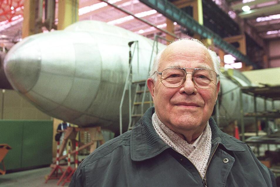 Gerhard Güttel, gelernter Flugzeugbauer, war Testflieger der legendären 152. Foto: Mopo-Archiv