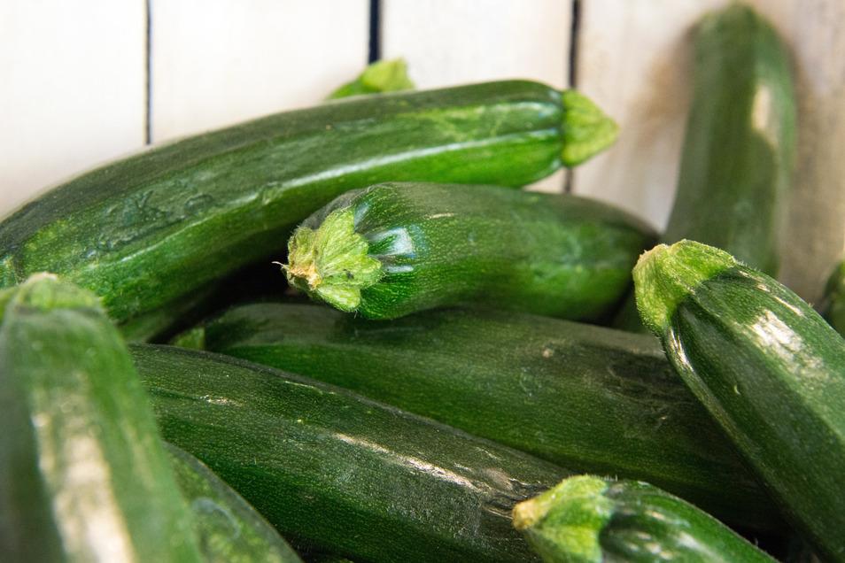 Zucchini eignet sich geraspelt, gedünstet und mit Käse vermischt auch als Fondue-Zutat.