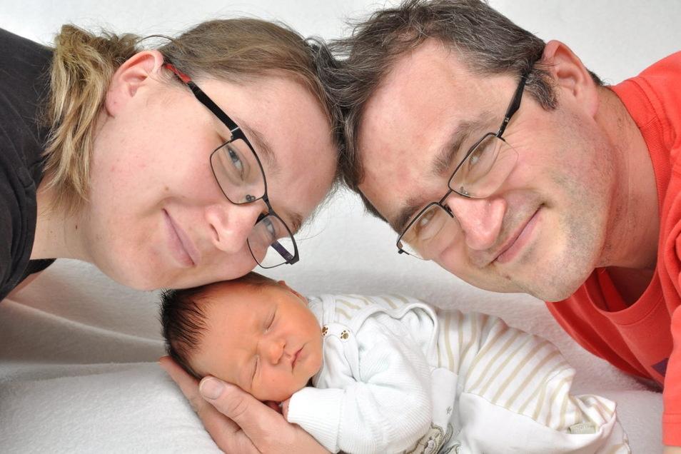 Richard, geboren am 10. April, Geburtsort: Bautzen, Gewicht: 3.150 Gramm, Größe: 49 Zentimeter, Eltern: Melanie und Daniel Gallasch, Wohnort: Drehsa