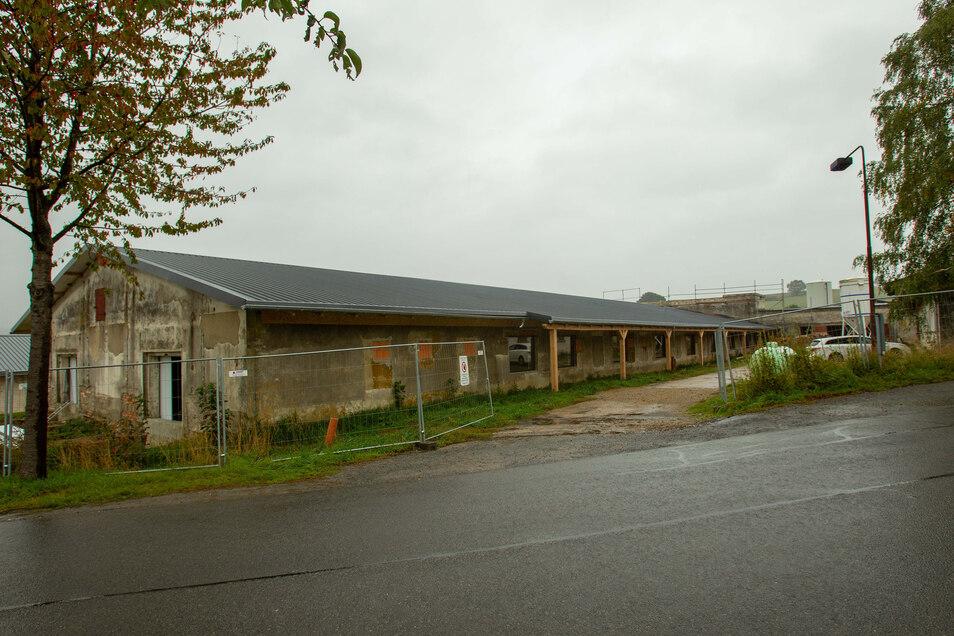 Außenansicht der Schweinemastanlage im Stolpener Ortsteil Langenwolmsdorf.