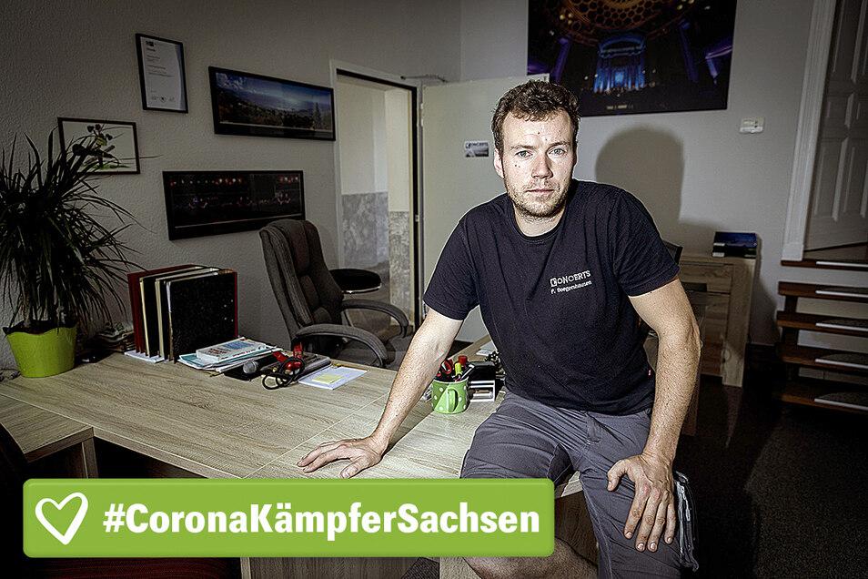 Philipp Boegershausen, Concerts Veranstaltungstechnik, sitzt in seinem Büro. Der Geschäftsinhaber hatte die Firma erst 2018 übernommen.