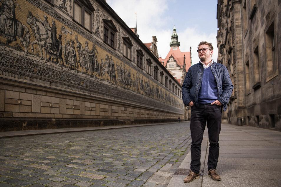Leere vor dem Fürstenzug: Wo sich normalerweise Touristen drängen, steht Stadtführer Robert Noack allein auf weiter Flur.