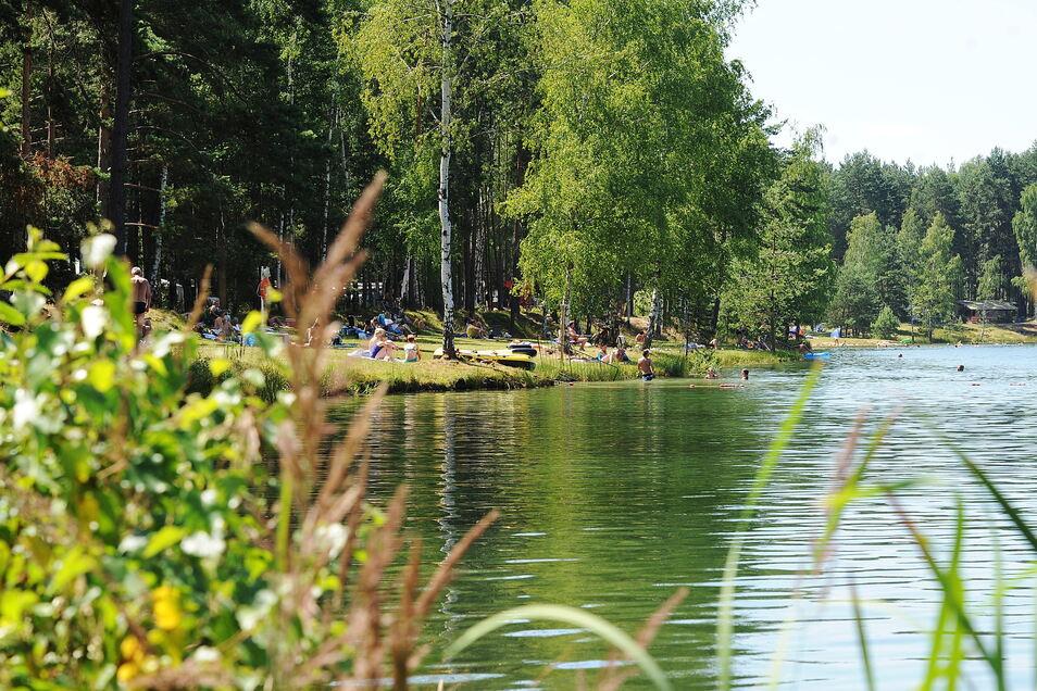 Aus diesem See in Niesendorf wurde der Tote am Freitag geborgen.